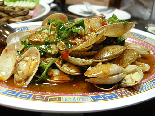 popular thai dish of stir fried clams fried with