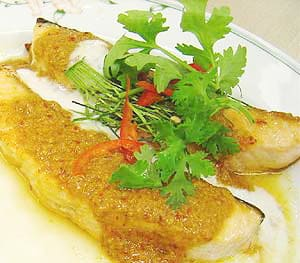 Pan – fried salmon with chu chee curry sauce Recipe