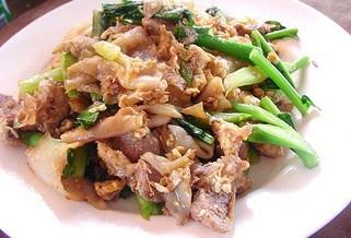 Stir-Fried Ribbon Noodles with Pork