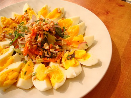 Salty Egg Spicy Salad recipe